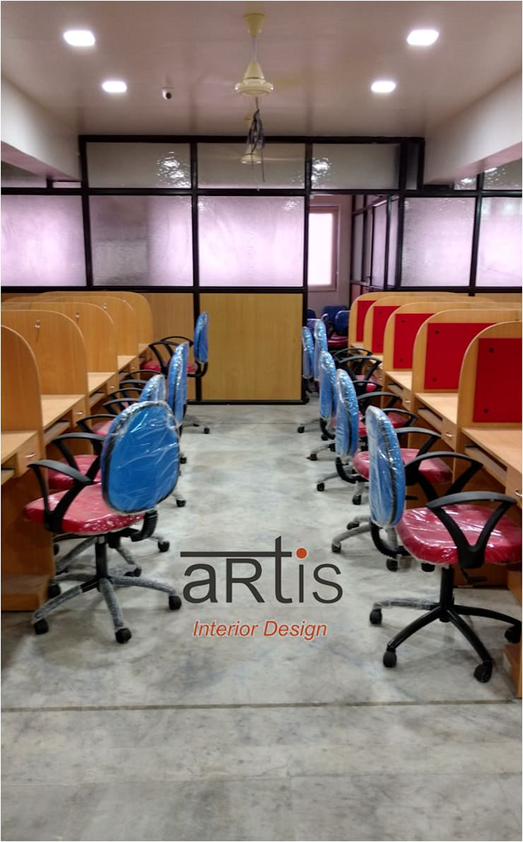 Office:  Commercial Spaces by ARTis Interior Design,Modern