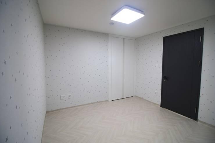일산 가좌마을 벽산블루밍: 디자인란의  방,