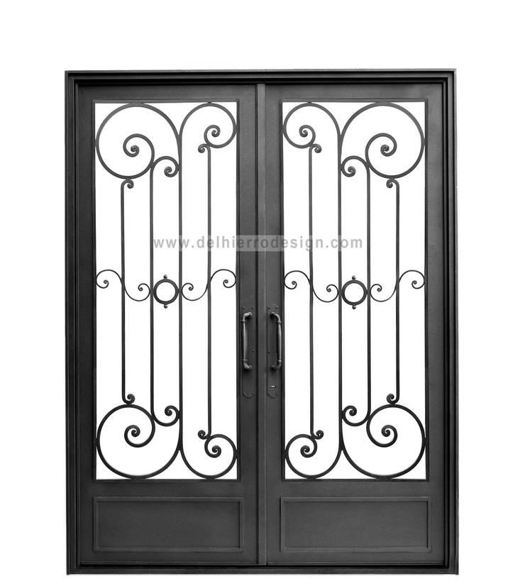 Puerta modelo Cód. 1802: Casas de estilo  por Del Hierro Design,