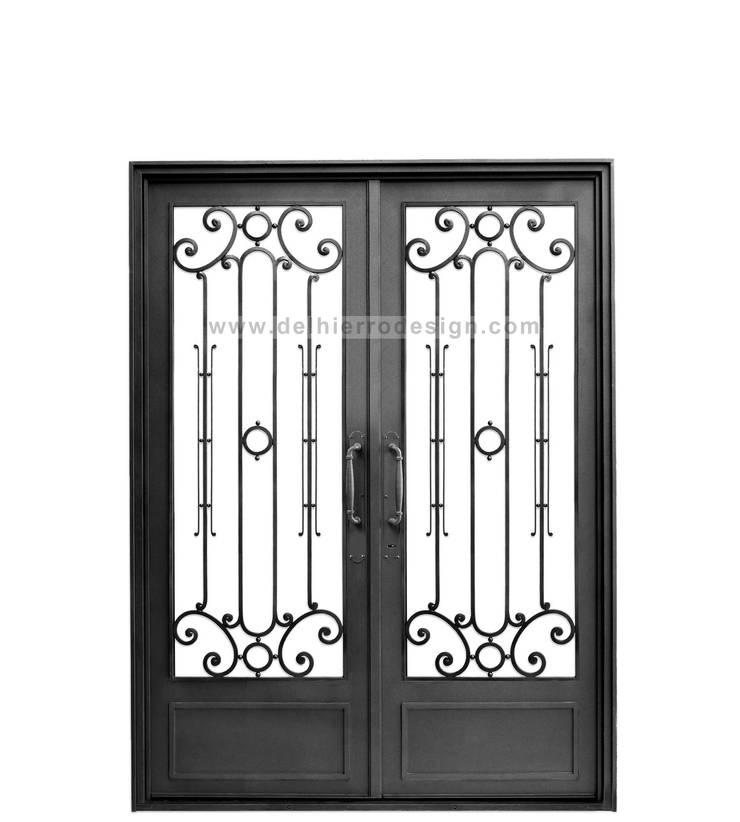 Puerta modelo Cod. 1840: Casas de estilo  por Del Hierro Design,