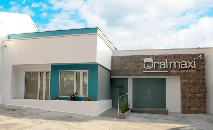 Oral Maxi - Clínica Maxilofacial: Casas de estilo  por Chromatico Arquitectura, Moderno