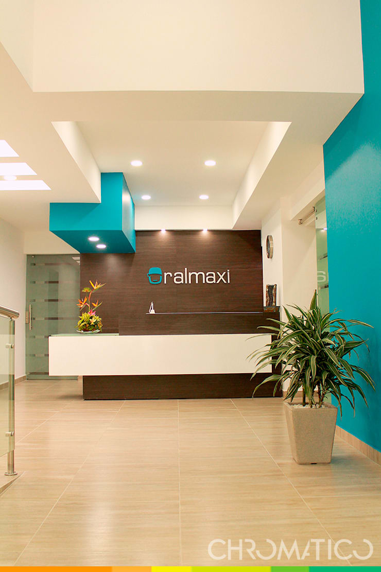 Oral Maxi – Clínica Maxilofacial: Casas de estilo  por Chromatico Arquitectura