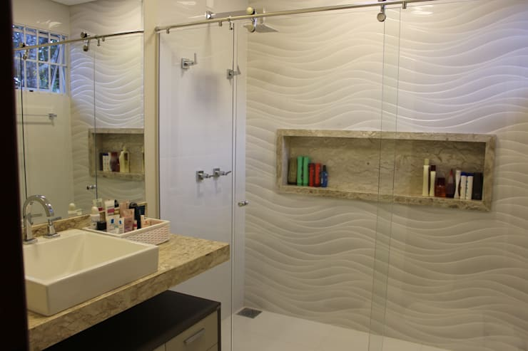 Bathroom by Arquiteta Bianca Monteiro, Modern Ceramic