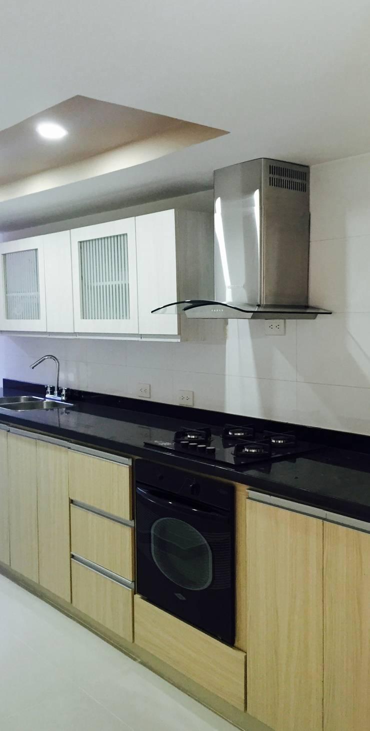 interior vivienda B&N: Cocinas de estilo  por Ecka, Diseño & Construccion,