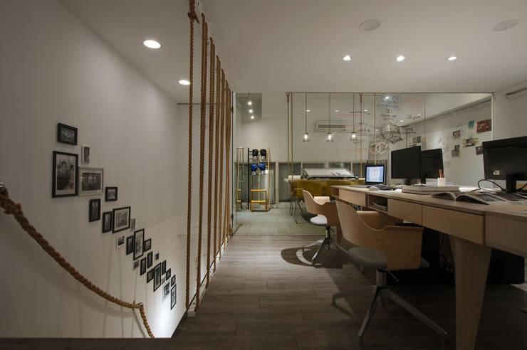 以特殊的麻繩作為設計概念的延伸。:  辦公室&店面 by 有偶設計 YOO Design