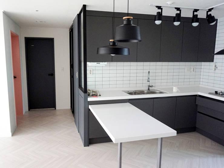 미사강변도시 아파트 신혼부부 20평 인테리어: 마당디자인 / MADANGDESIGN의  다이닝 룸