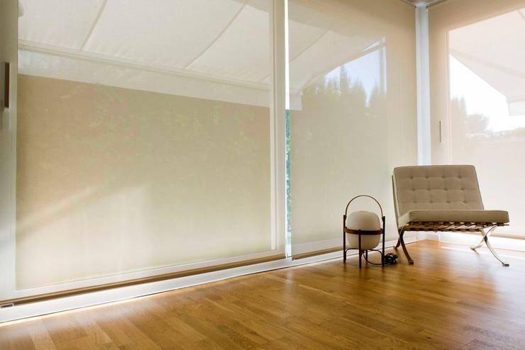 Dining room by Studio Transparente, Mediterranean