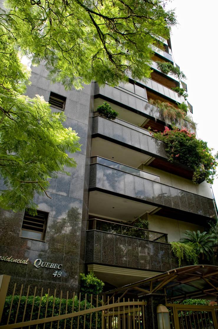 Casas de estilo  por CABRAL Arquitetos, Moderno Granito