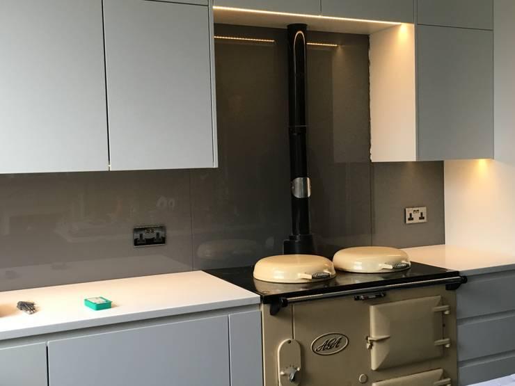 Kitchen:  Kitchen by A2studio, Modern