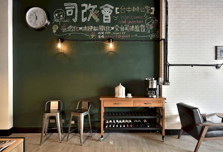 de estilo industrial por 理絲室內設計有限公司 Ris Interior Design Co., Ltd., Industrial
