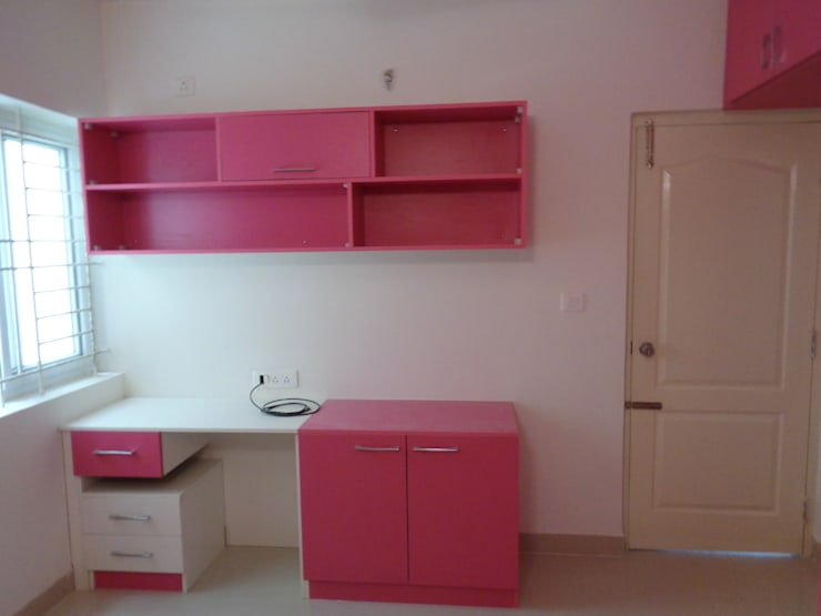 study tables designs:  Living room by Scale Inch Pvt. Ltd.