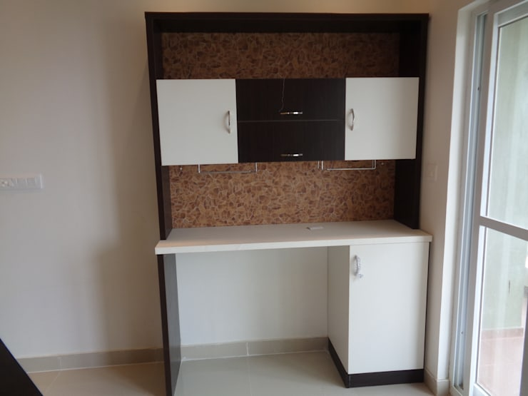 study tables online Bangalore:  Living room by Scale Inch Pvt. Ltd.