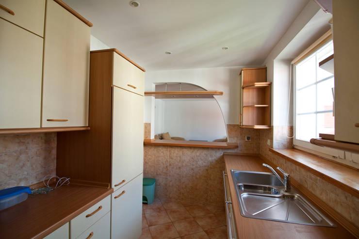 Kuchnia przed: styl , w kategorii  zaprojektowany przez Mhomestudio