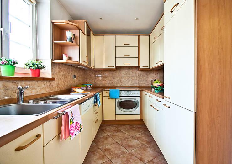 Kuchnia po homestagingu: styl , w kategorii  zaprojektowany przez Mhomestudio