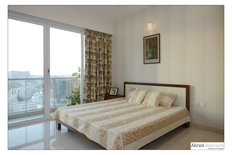 Parents Bed:  Bedroom by Akruti Interiors Pune,