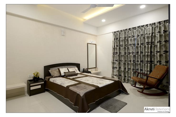 Guest Bed:  Bedroom by Akruti Interiors Pune,