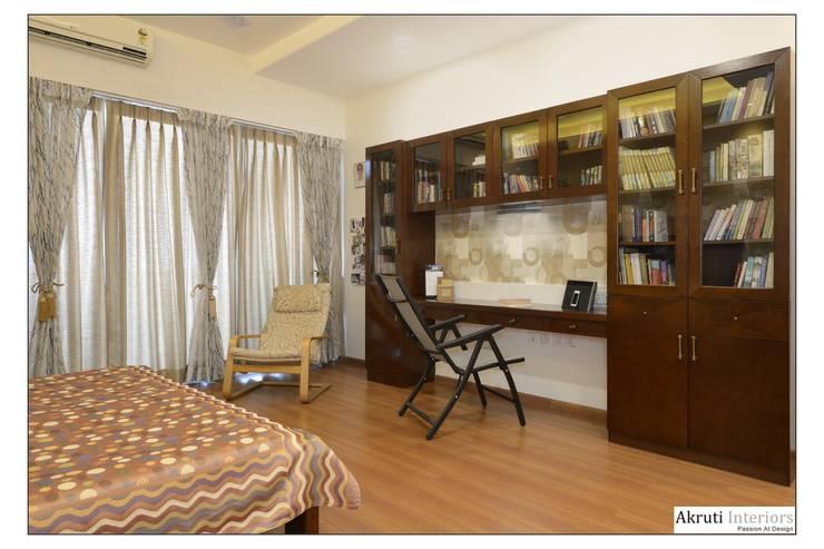 Master Bedroom:  Bedroom by Akruti Interiors Pune