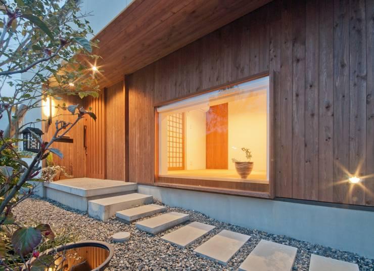 Pasillos y recibidores de estilo  por FrameWork設計事務所
