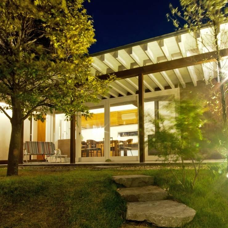 Jardines de estilo  por FrameWork設計事務所