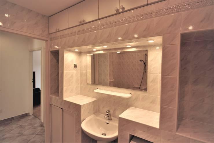 Łazienka przed : styl , w kategorii  zaprojektowany przez Mhomestudio
