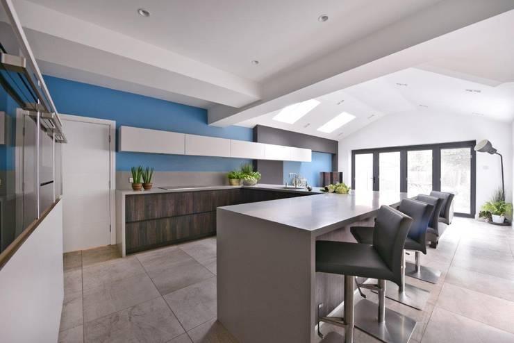 Mr & Mrs Marshall's kitchen: modern Kitchen by Diane Berry Kitchens