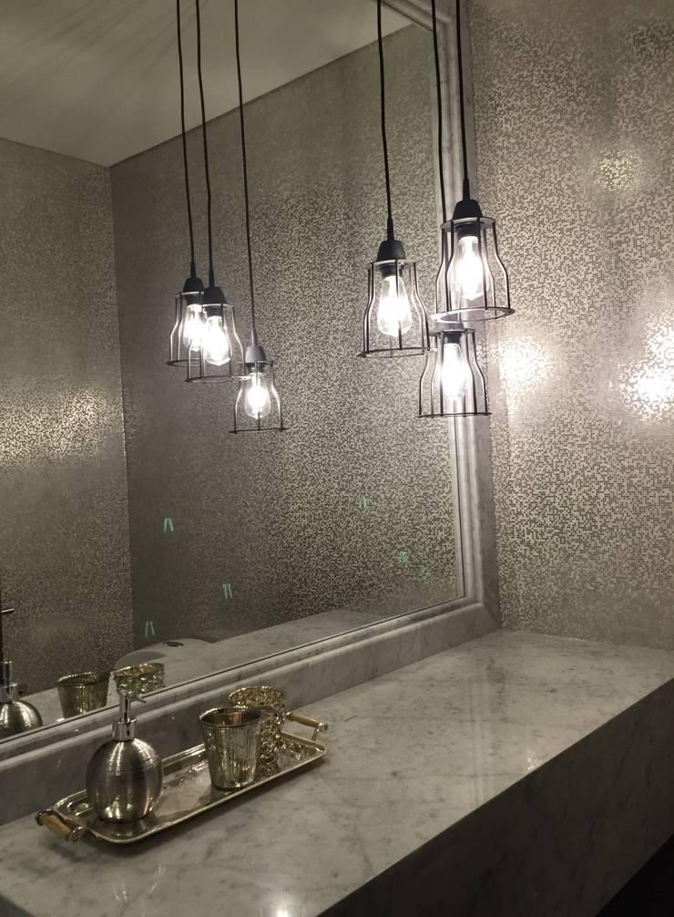 baño social: Baños de estilo ecléctico por Ecologik