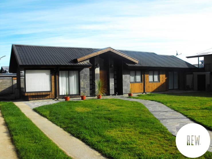 Rumah by REW. Arquitectura & Diseño