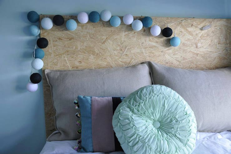 Ghirlanda luminosa Turchese: Casa in stile  di Comprocomodo