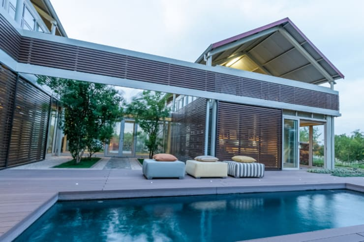 Southdowns:  Pool by Full Circle Design, Modern Wood-Plastic Composite