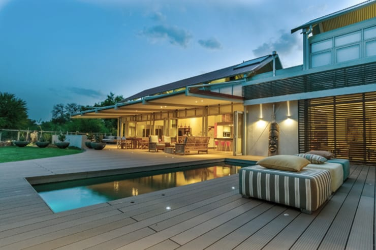 Southdowns:  Patios by Full Circle Design, Modern Wood-Plastic Composite