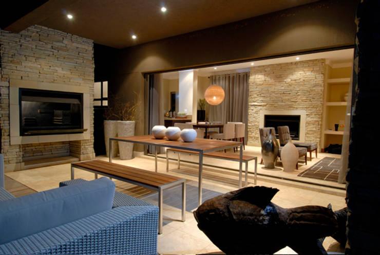 Nondela 3:  Patios by Full Circle Design, Modern