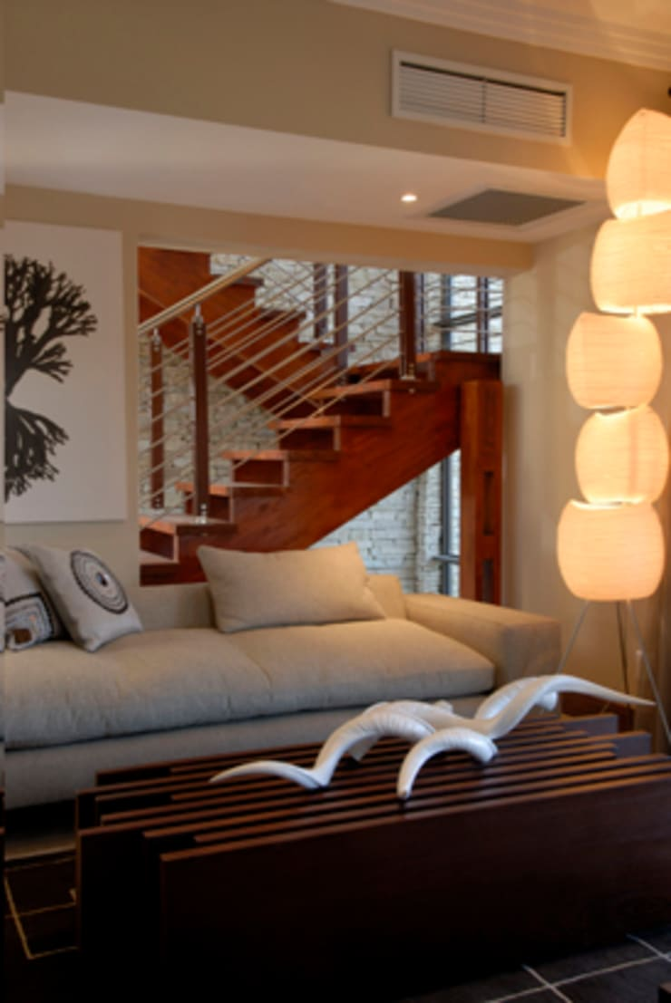 Nondela 3:  Corridor & hallway by Full Circle Design, Modern