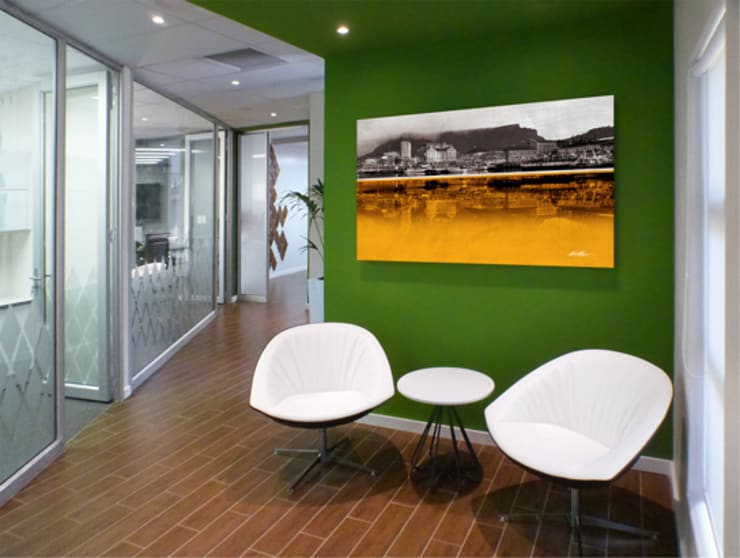 SIMS Travel:  Offices & stores by Full Circle Design, Modern