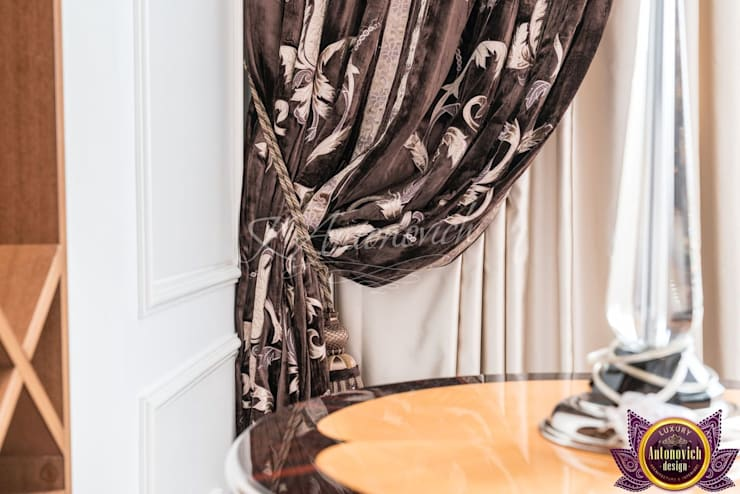   Curtains Design Dubai of Katrina Antonovich:  Living room by Luxury Antonovich Design