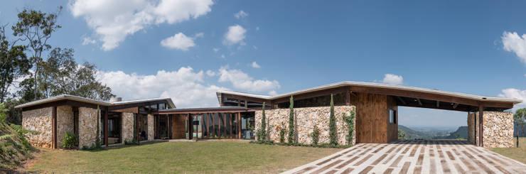 Exterior 2 Casas de estilo rural de OPUS Rural
