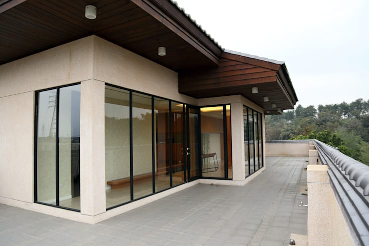 維摩山房:  露臺 by 台中室內建築師|利程室內外裝飾 LICHENG