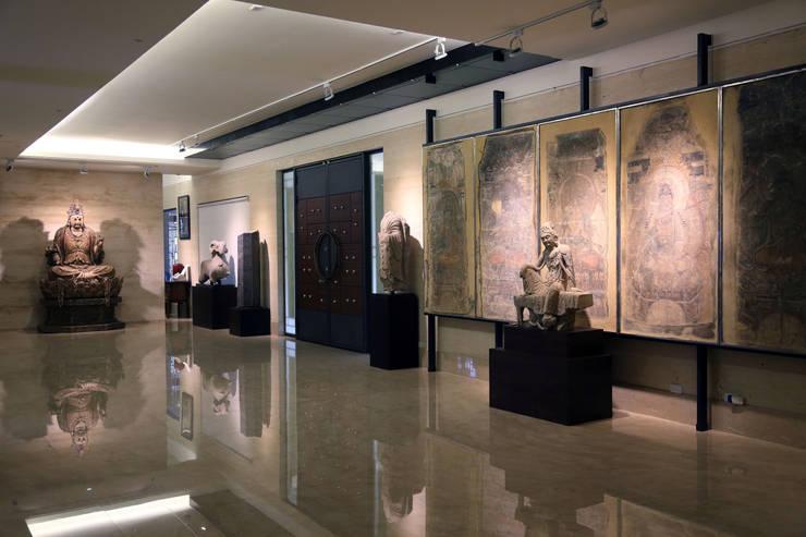 維摩山房:  走廊 & 玄關 by 台中室內建築師|利程室內外裝飾 LICHENG