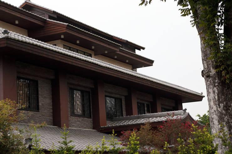 維摩山房:  房子 by 利程室內外裝飾 LICHENG