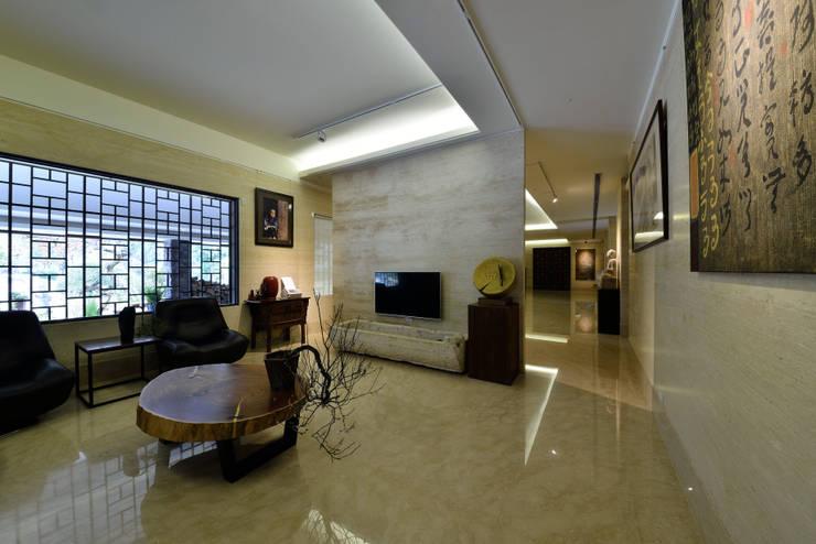 維摩山房:  客廳 by 台中室內建築師|利程室內外裝飾 LICHENG