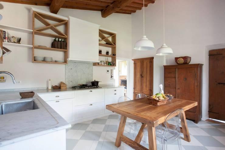 Kitchen by Falegnameria Grelli Danilo