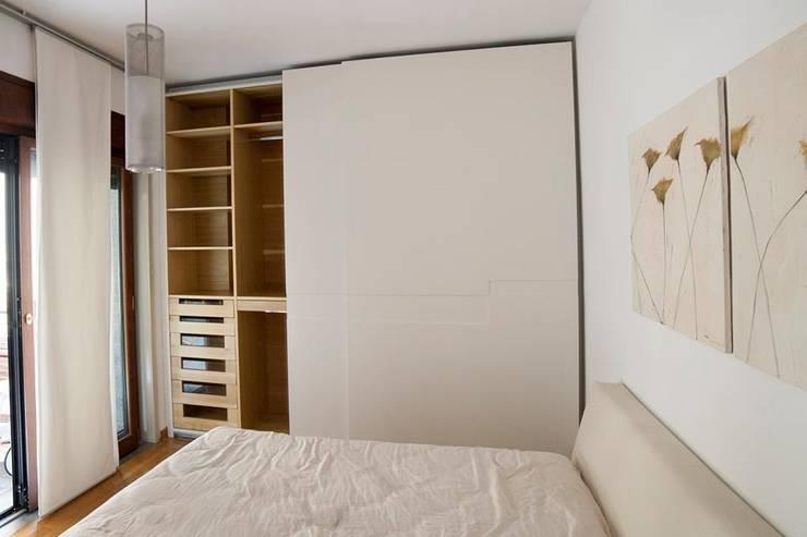 Habitaciones de estilo  por Falegnameria Grelli Danilo