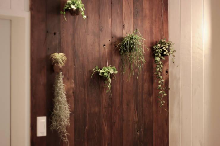 전주인테리어 디자인투플라이 - 킨포크 스타일의 전주한옥마을 안녕제제 게스트하우스: 디자인투플라이의  실내 정원