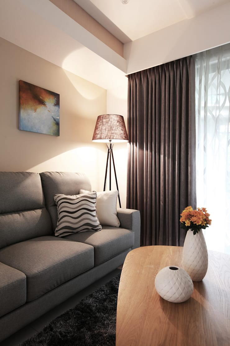Salon de style  par 築一國際室內裝修有限公司, Moderne