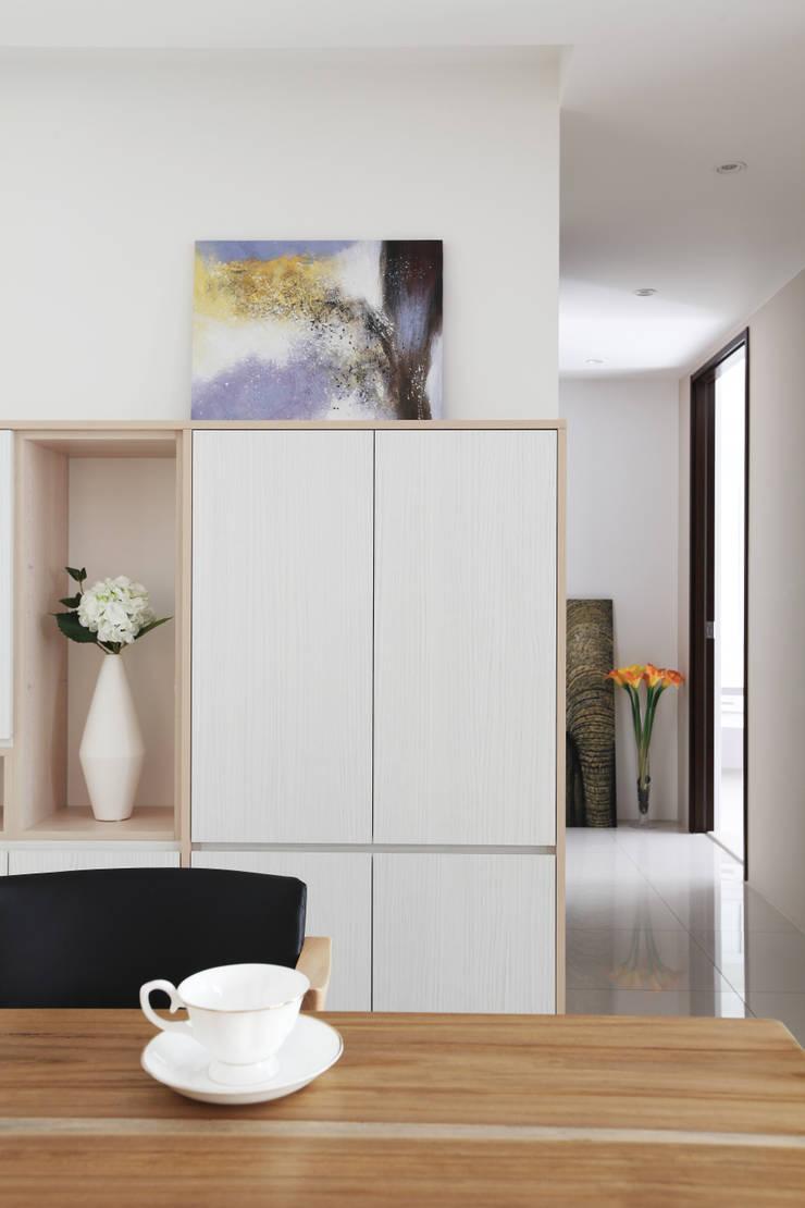 Bureau de style  par 築一國際室內裝修有限公司, Moderne