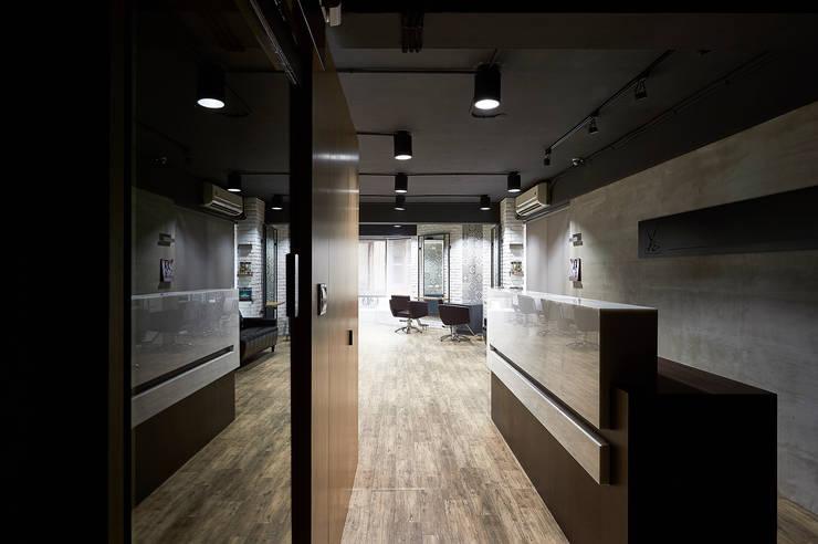 ys Salon:  商業空間 by 築一國際室內裝修有限公司