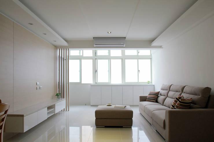 Tranquil:  客廳 by 築一國際室內裝修有限公司