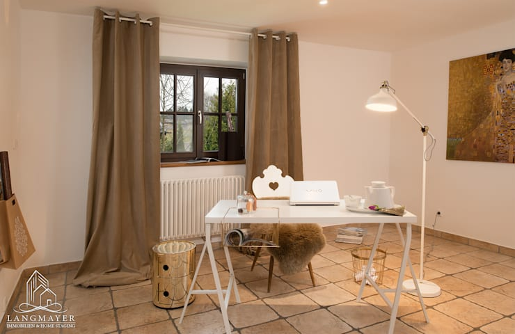 Büro:  Arbeitszimmer von Langmayer Immobilien & Home Staging