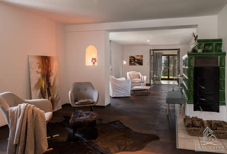 Wohnzimmer:  Wohnzimmer von Langmayer Immobilien & Home Staging