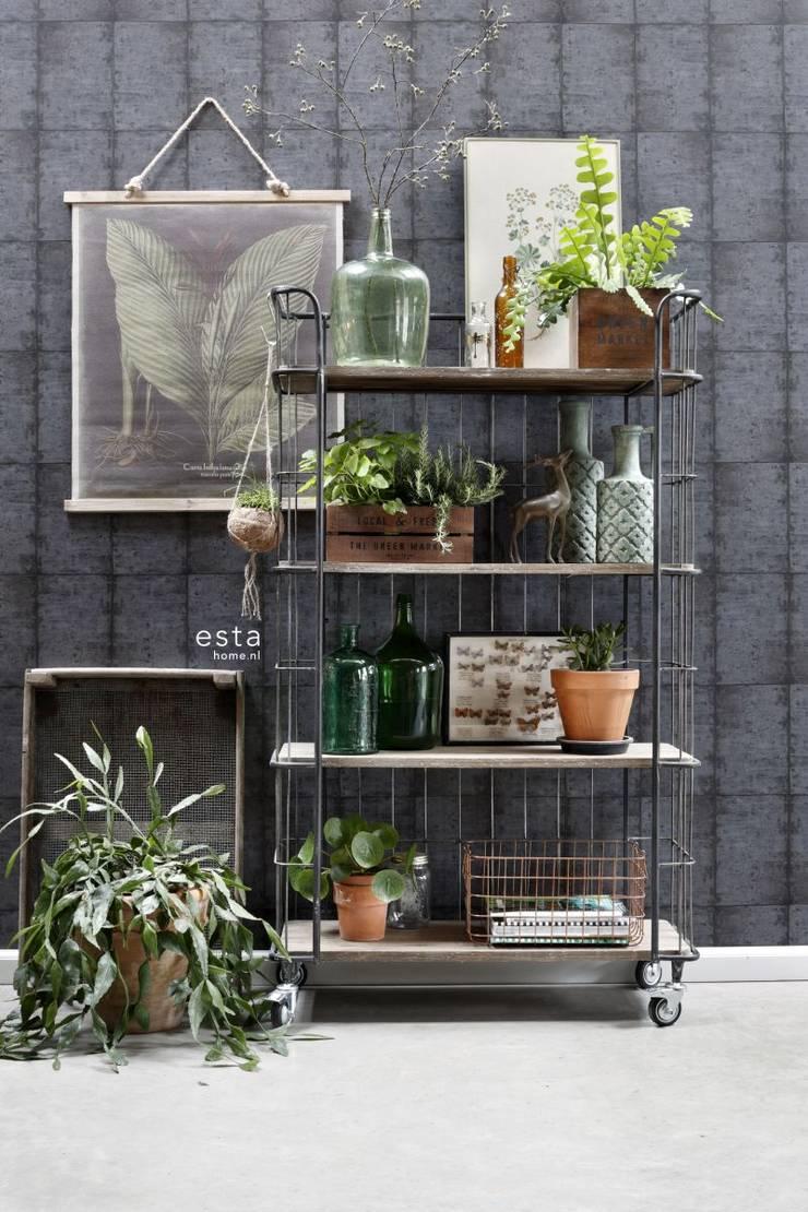 vliesbehang zinken platen bruin zwart en grijs:   door ESTAhome.nl, Industrieel