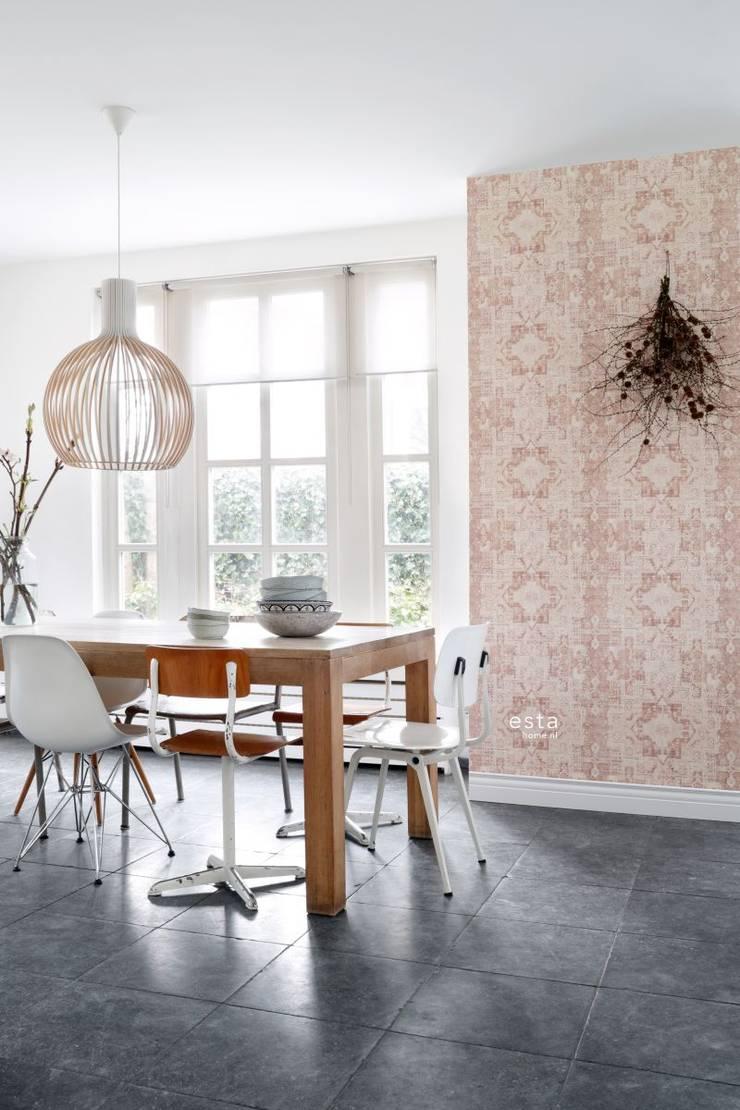 krijtverf eco texture vliesbehang oosters ibiza marrakech kelim tapijt perzik oranje roze peach:   door ESTAhome.nl, Scandinavisch